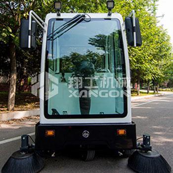 座驾式电动扫路车